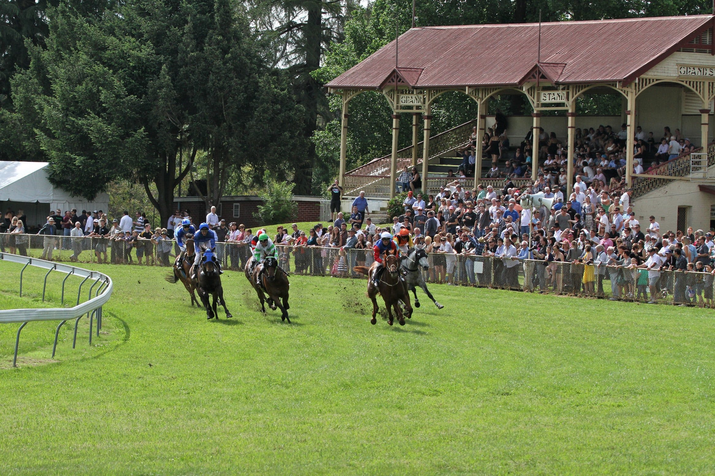 Tumut Boxing Day Races - Pubs Perth