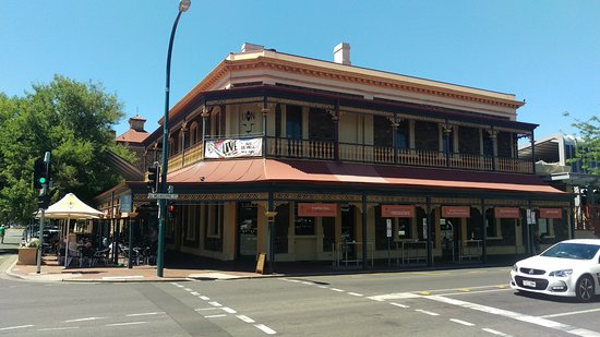 The Lion Hotel - Pubs Perth
